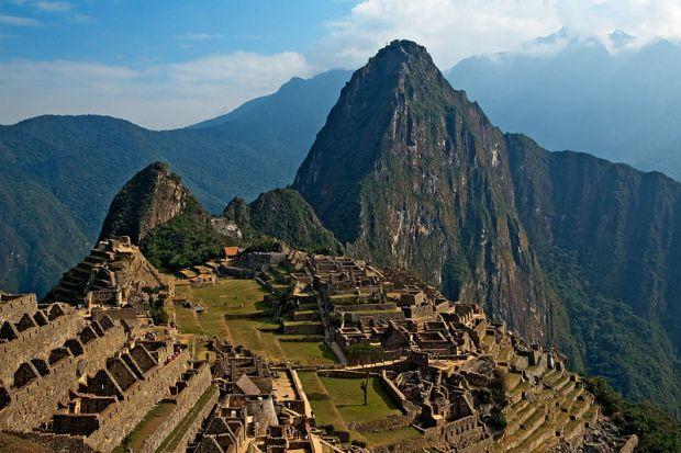 800px-Machu_Picchu_(2406619740).jpg